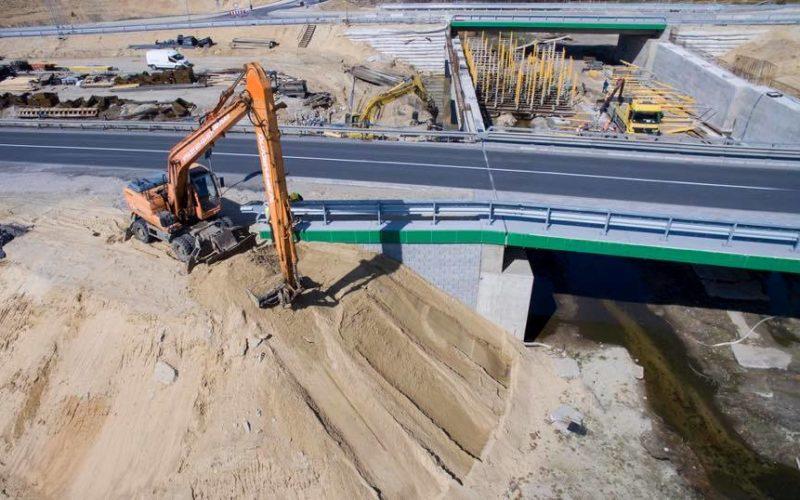 Skarpowanie oraz humusowanie stożków na obiektach drogowych_3